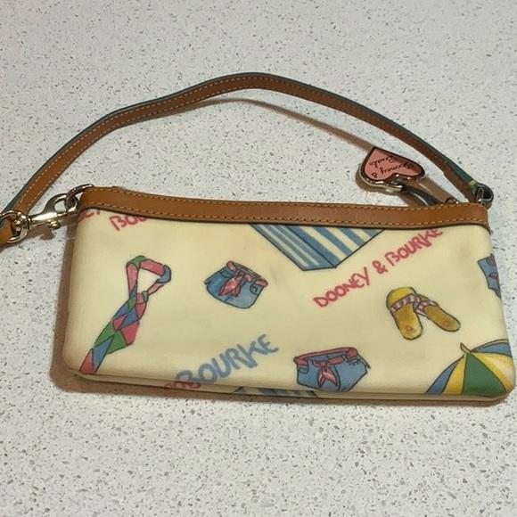 Use Dooney &burke wristlet wallet